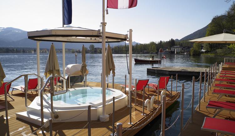 1. schwimmender Whirlpool (© ROMANTIK HOTEL IM WEISSEN RÖSSL)