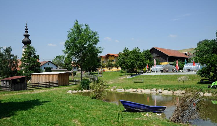 Ferienhotel Innviertel in Kirchheim im Innkreis - Gartenanlage mit Teich