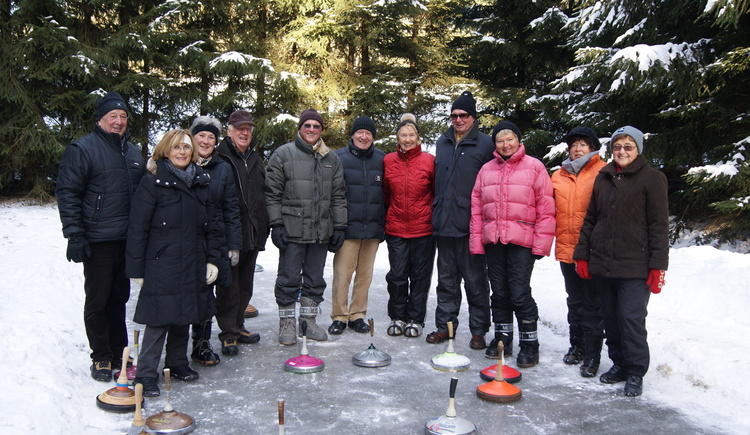 Gruppenspaß Eisstockschießen. (© KräuterWirt)