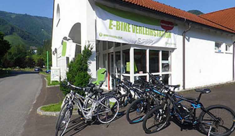 E-Bike Verleihstation Reichraming. (© E-Mobility Steyr)