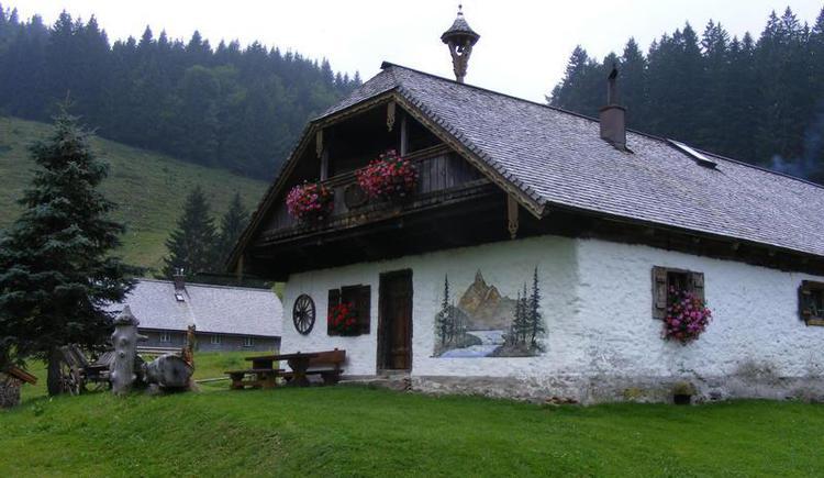 Hut Mittereggalm in Faistenau (© Mittereggalm)