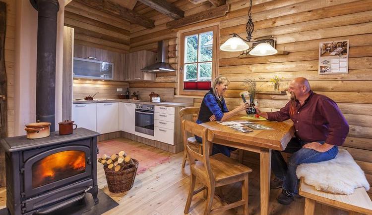 Gemütlich in der Blockhütte (© Fotografie Kastner)