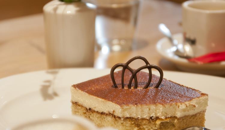 Kaffee und Kuchen in der Burgschenke der Burg Kreuzen in Bad Kreuzen im Mühlviertel