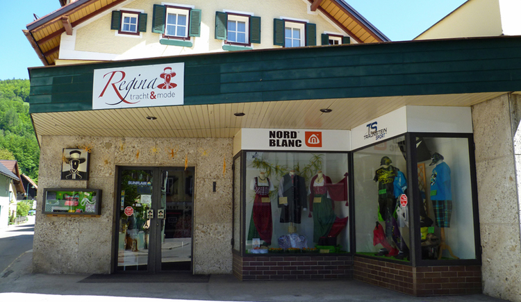 Regina traditional costume and fashion store in Kirchengasse in the center of Bad Goisern