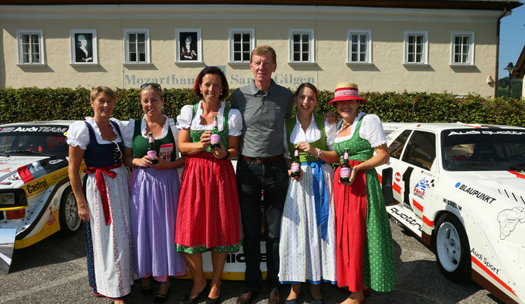 Rallye world champion Walter Röhrl with the Wolfgangsee hiking ladies