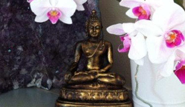 Orchideen und Buddha
