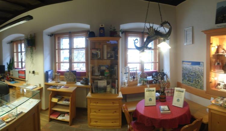 Seit 1997 befindet sich das Tourismusbüro im historischen Höpplingerhaus. Alle Infos zur Region bekommen sie hier.