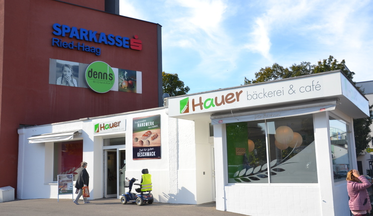 Bäckerei Hauer am Marktplatz beim Busbahnhof (© Stadtmarketing Ried/Strasser)