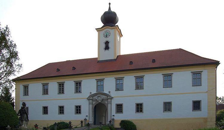 Schloss - Ostseite. (© Salburg)