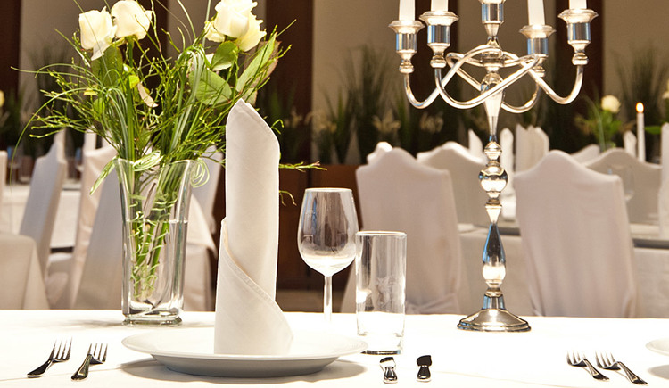 Festlich gedeckter Tisch im Gasthof Mayr