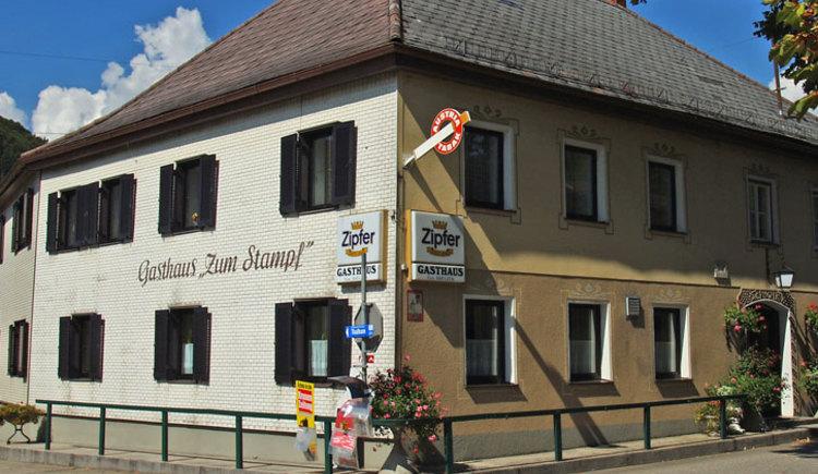 """Gasthaus \""""Zum Stampf\"""" in Stra\u00df i.Attergau"""