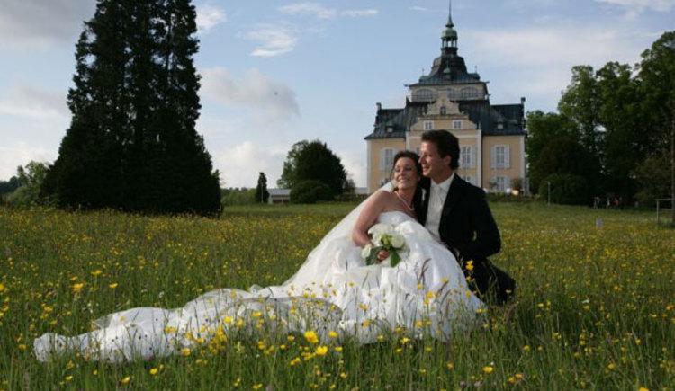 Brautpaar im Toscanapark (© sagJa - Hochzeitsplanerin Gabi Socher)