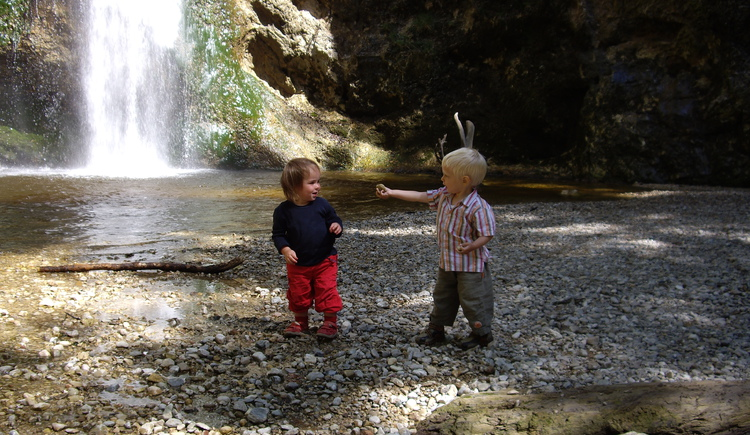 Naturdenkmal Pl\u00f6tz - Wasserfall. (© Tourismusverband Ebenau)
