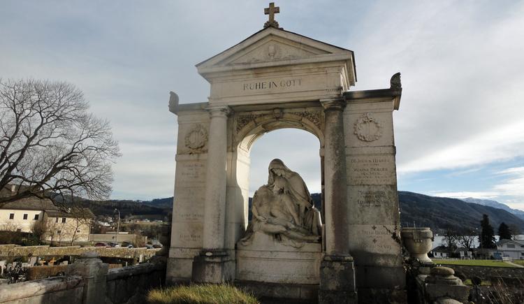 Friedhof unterhalb der Pfarrkirche (© Gabriela Hilz)