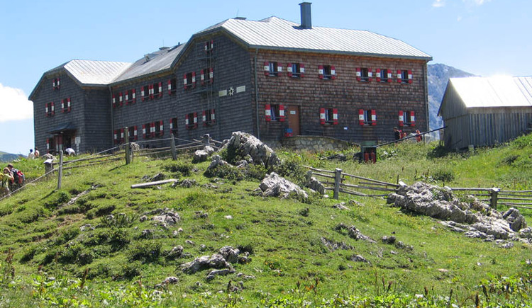 Gasthof Hofpürglhütte von der Außenansicht. (© Betty Jehle)