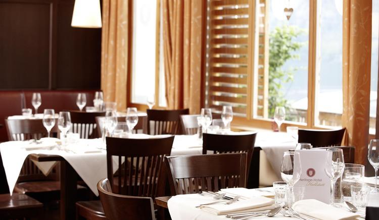 """Der modern eingerichtete Innenbereich des Restaurant \""""Das Kainz\""""."""