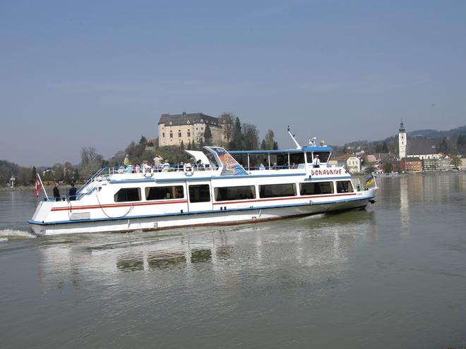 Donauschiff MS Donaunixe vor Grein (© Donauschiffahrt Ardagger Gmbh)