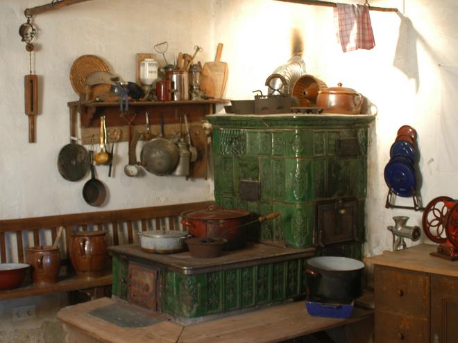 Original Kachelofen im Lipphaus (© WTG)