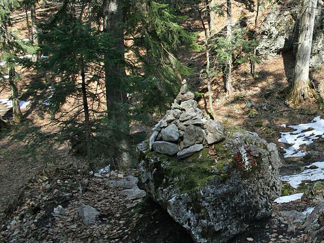 Steinmandl im Wald