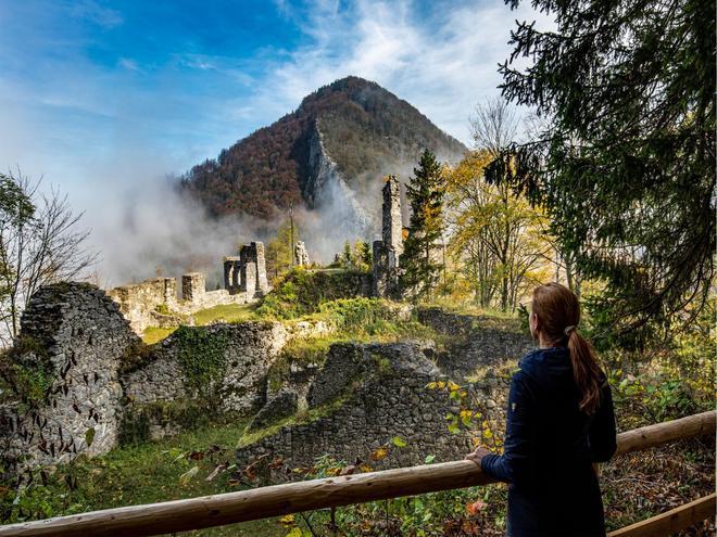 Ruine Scharnstein - Waldraum (© WALDraum-TVB-Traunsee-Almtal-Foto-Monika Löff)