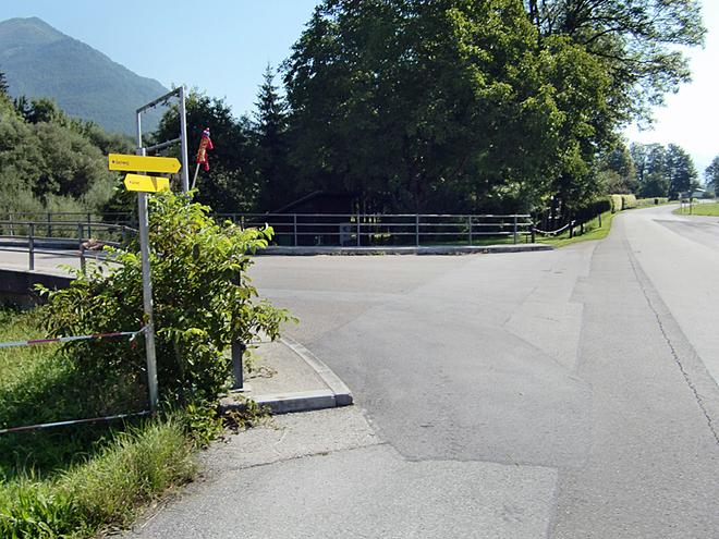 Bushaltestelle Weinbachbrücke