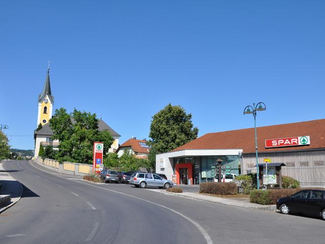 Spar-Markt im Ortszentrum (© Tanja Mittermair)