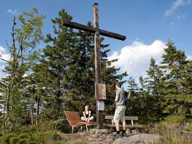 Stinglfelsen mit Kreuz (© Ferienregion Böhmerwald | Weissenbrunner)