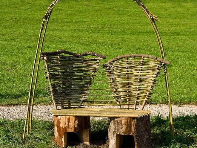 Hochzeitsbankerl am Themenweg Lebensroas (© Tourismusverband MondSeeLand)