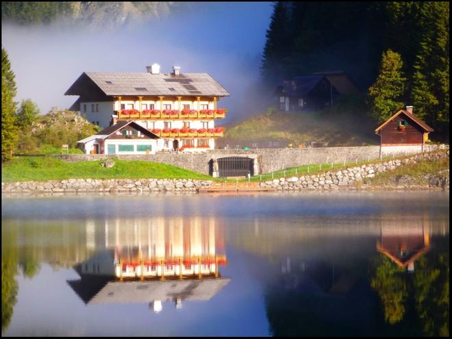Gasthof am Morgen (© Ehrenfried Vierthaler)