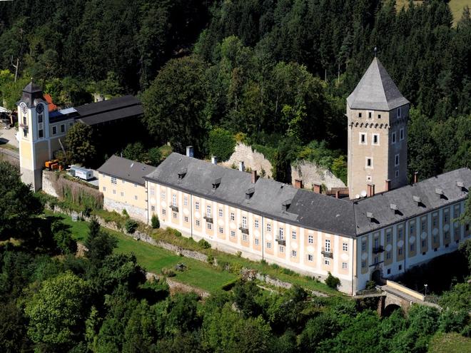(© Schloss Neuhaus)