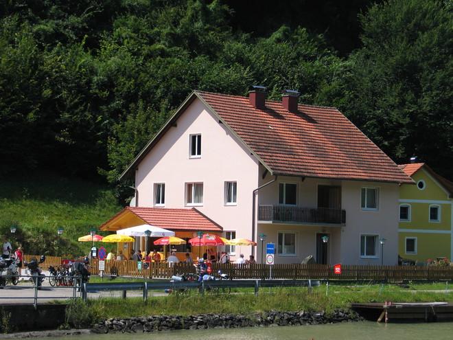 Jausenstation Donauterrasse am Limes (© Helmut Holl)