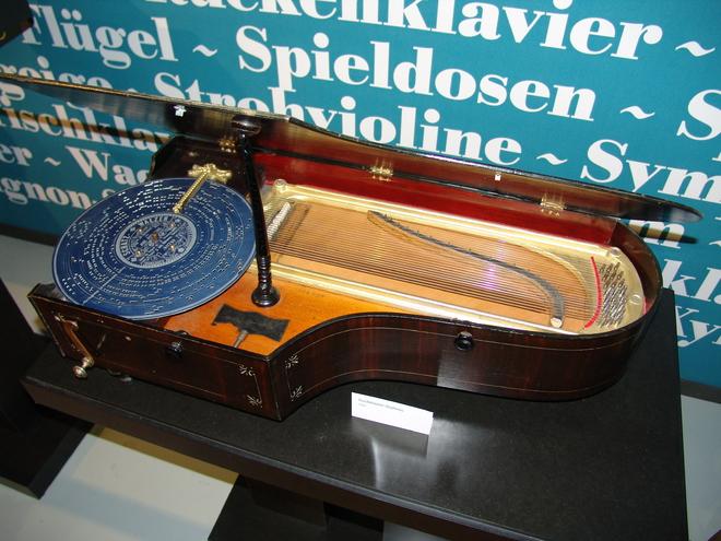Mechanische Klangfabrik - Tischklavier Orpheus (© Mechanische Klangfabrik, Haslach)