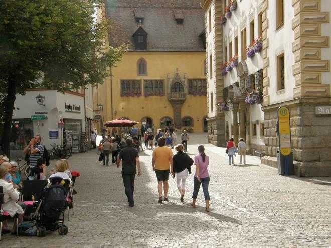 Rathausplatz Regensburg (© Hans Wieser)