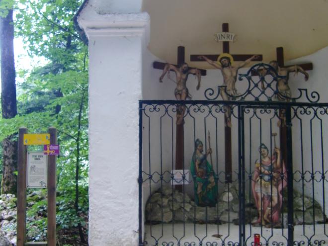 Kapelle mit der Kreuzigungsgruppe (© WTG)