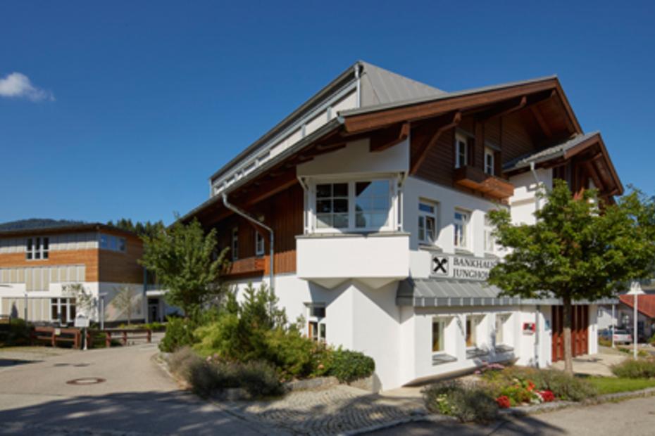 Bankhaus Jungholz der Raiffeisenbank Reutte mit Bankomat